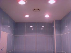 Особенности устройства освещения в ванной